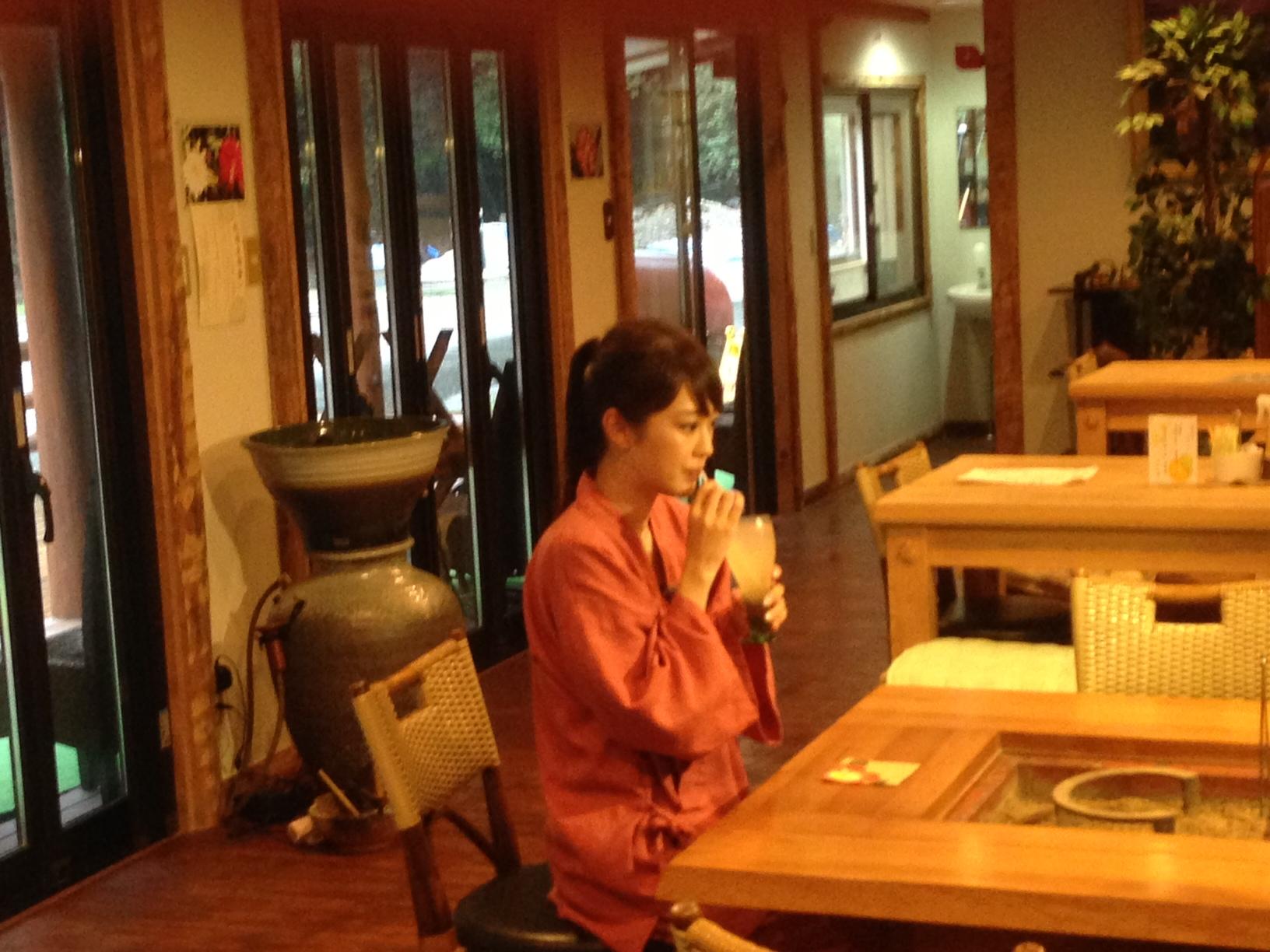 安富町産のゆず果汁がたっぷり入った、特製ゆずジュースで一息ついてます。